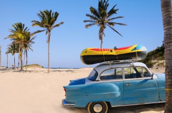 cuba-plage-voiture